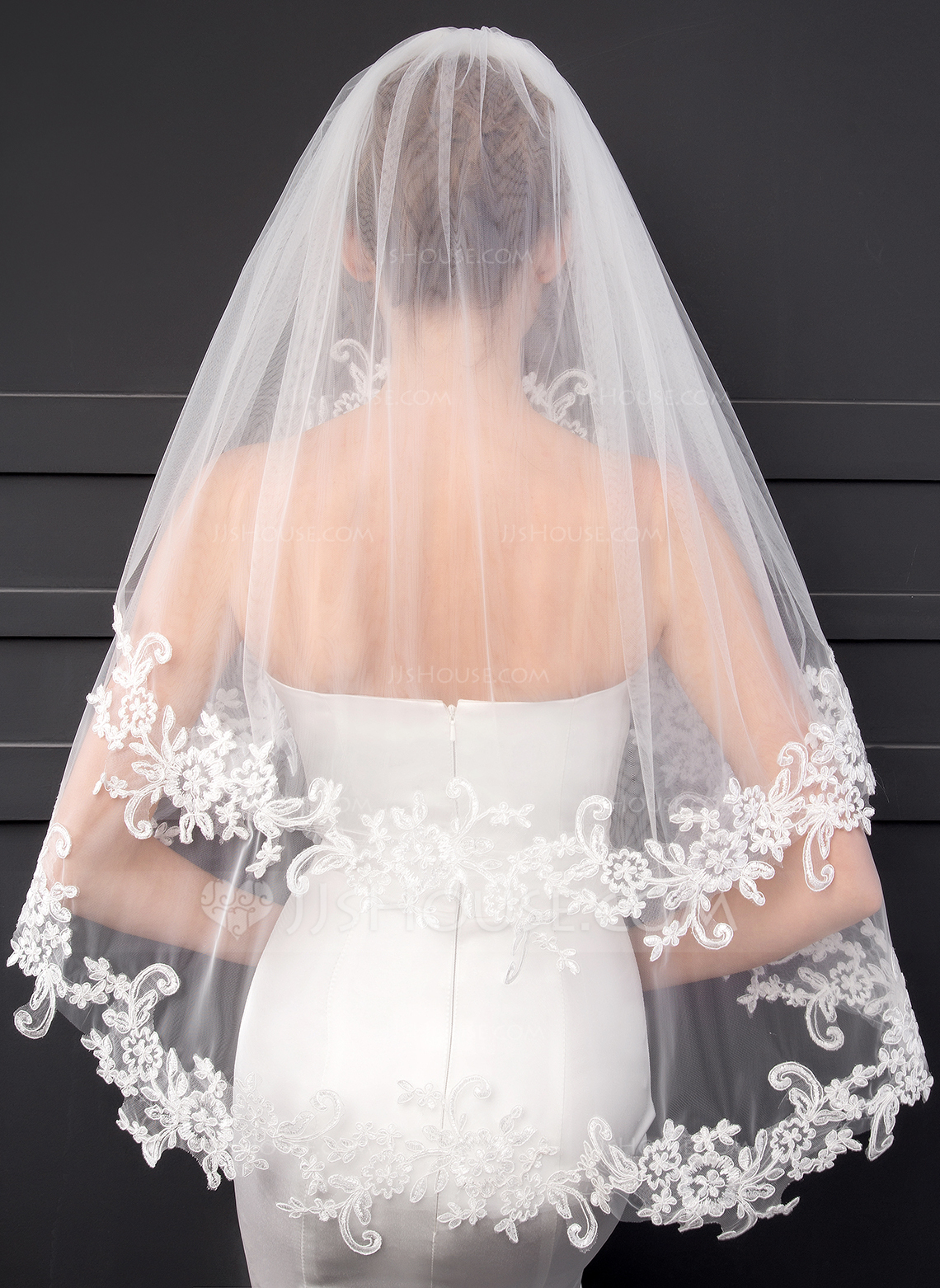 Two Tier Lace Applique Edge Elbow Bridal Veils With Lace
