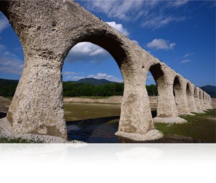 Landscape photo of a stone aquaduct shot using the AF-S NIKKOR 20mm f/1.8G ED lens