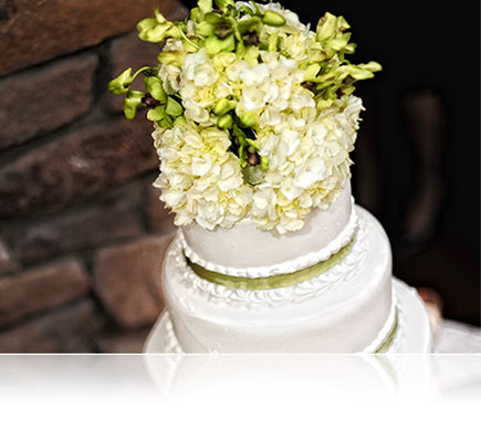 Photo of a wedding cake shot using the AF-S NIKKOR 50mm f/1.4G lens