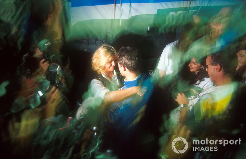 Corinna Schumacher congratulates Michael Schumacher, Benetton