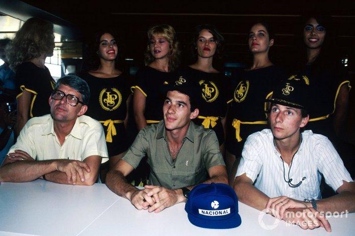 Një konferencë për shtyp e Lotus për garën e parë të sezonit: Peter Warr, Menaxheri i Ekipit Lotus, Ayrton Senna dhe shoku i ekipit Johnny Dumfries
