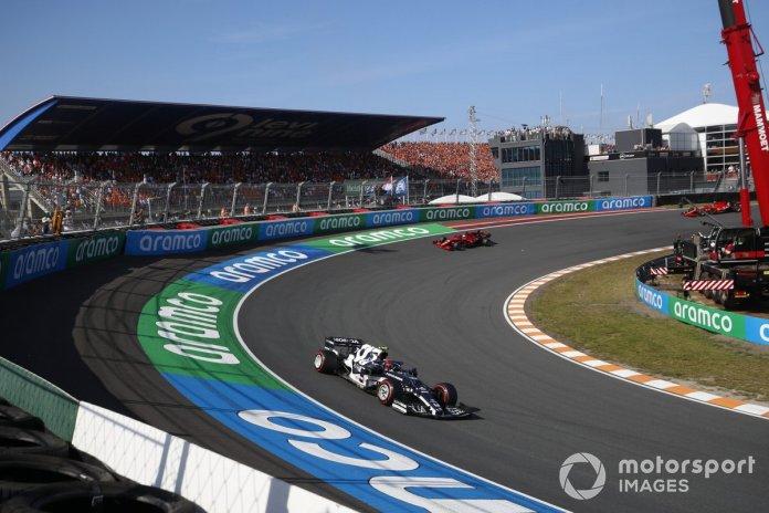 Pierre Gasly, AlphaTauri AT02, Charles Leclerc, Ferrari SF21, and Carlos Sainz Jr., Ferrari SF21