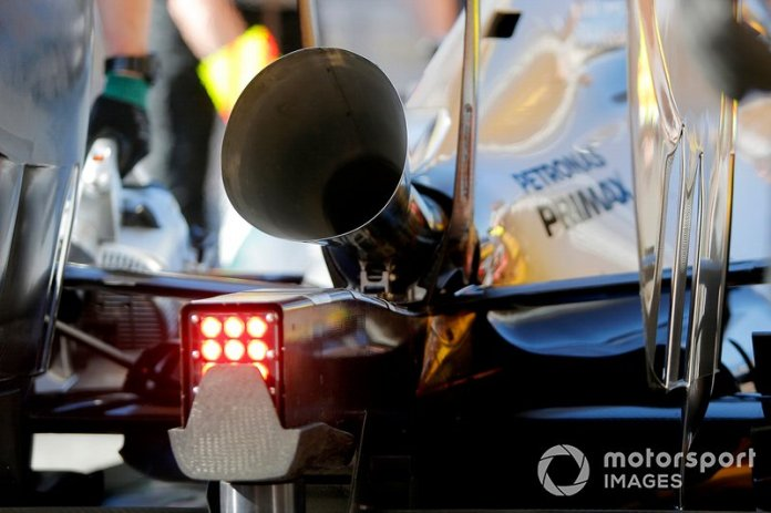 Nico Rosberg, Mercedes AMG F1 W05 tests a louder exhaust configuration