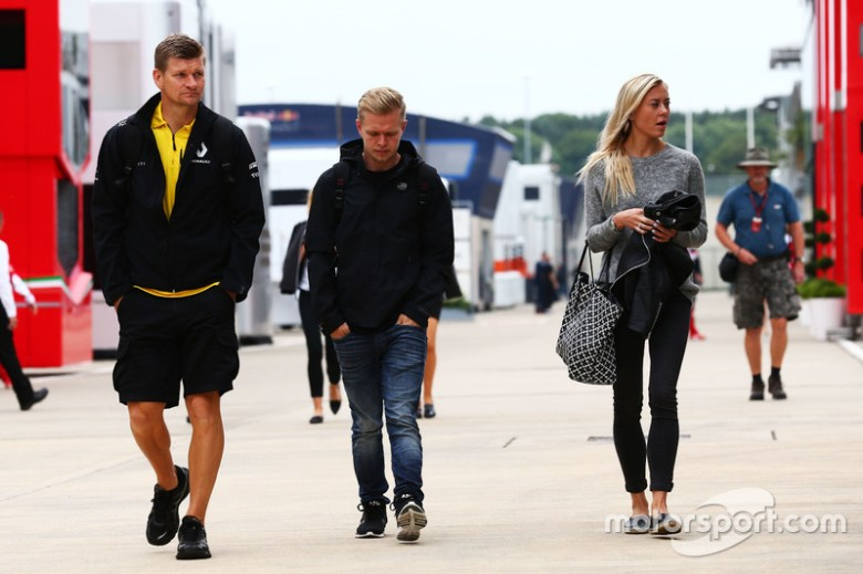 Kevin Magnussen, Renault Sport F1 Team with his girlfriend Louise at British GP