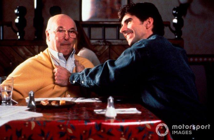 Prezantuesi britanik i TV Murray Walker dhe Damon Hill, djathtas, siç shihet gjatë një Komercial Pizza Hut