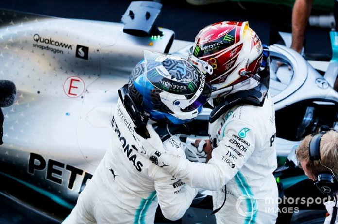 Valtteri Bottas, Mercedes AMG F1, y Lewis Hamilton, Mercedes AMG F1