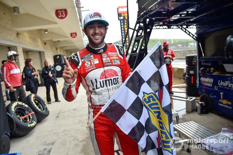 Race winner Chase Elliott, Hendrick Motorsports, Chevrolet Camaro LLumar