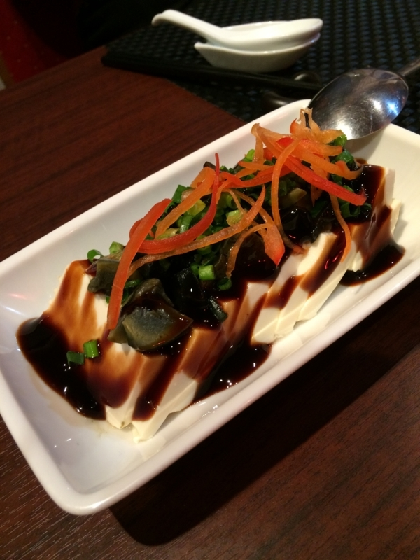 「サンセルコ」のB1にある広東料理と飲茶の店「龍苑」の「皮蛋豆腐」