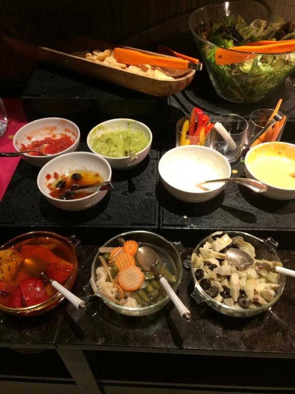 東京マリオットホテルのエグゼクティブ・ラウンジのサラダ