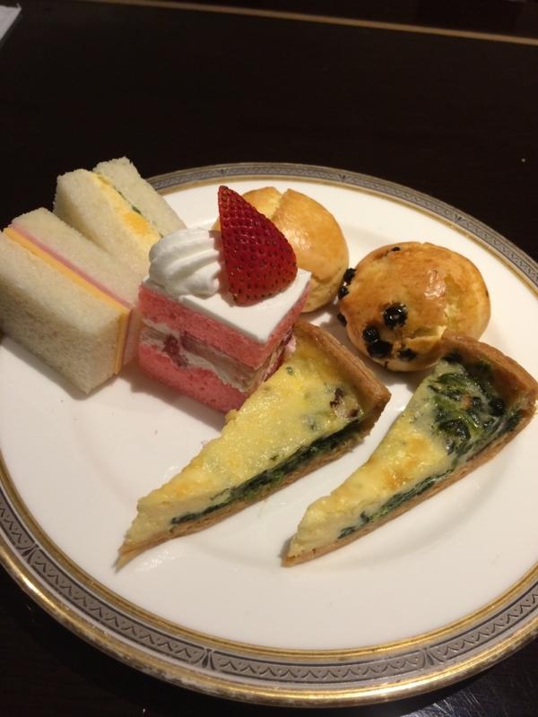 東京マリオットホテルのエグゼクティブ・ラウンジのスイーツ盛