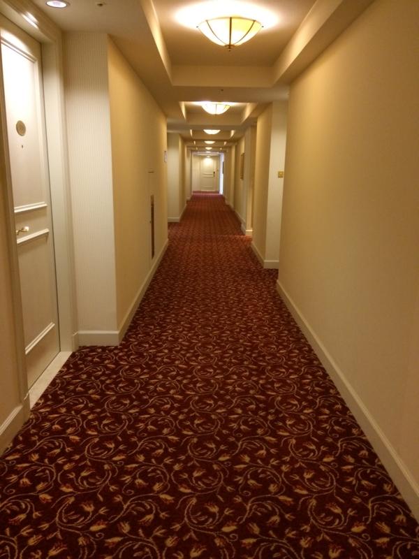 名古屋マリオットホテルの客室に向かう廊下