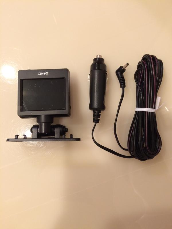 ドライブレコーダー コムテック ZDR-012電源ソケットと配線コード
