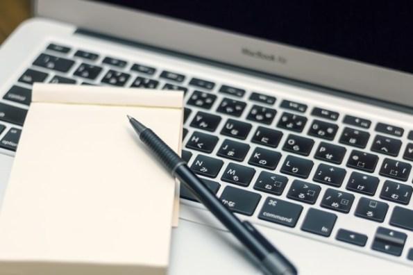 確定拠出年金の口座を開設するためのノートパソコン