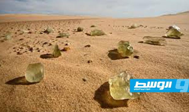 علماء أستراليون يكشفون سر الزجاج الأصفر الغريب بالصحراء الليبية