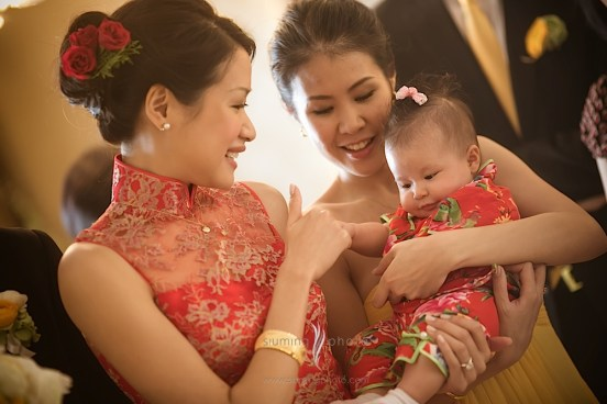 Kalamakeup bride Yija getting ready for Chinese Tea Ceremony at Intercontinental Hotel H.K.