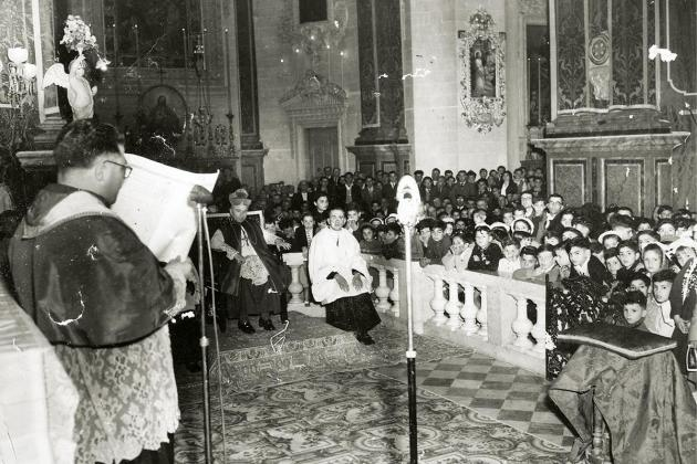 Mgr Joseph Zarb reading the decree of the coronation.