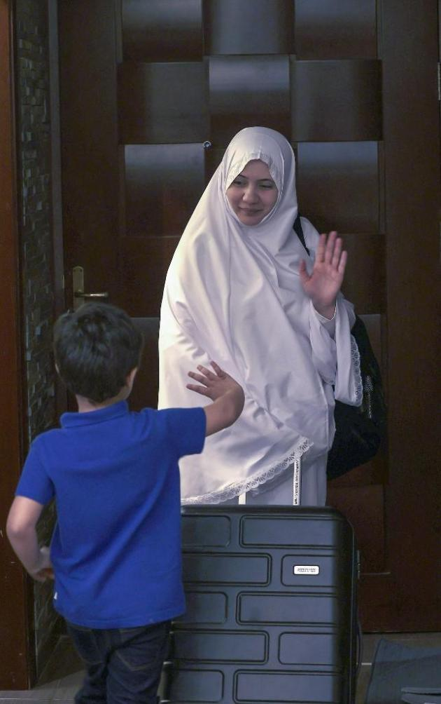 Ali Shah bids her son farewell before departing to the pilgrimage to Mecca.