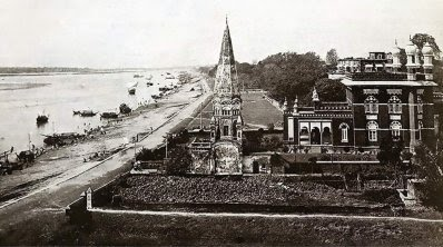 ১৯২০-এর দশকে বুড়িগঙ্গার তীরে নর্থব্রুক হল। ছবিটি ঢাকা কেন্দ্র থেকে সংগ্রহ করা হয়েছে