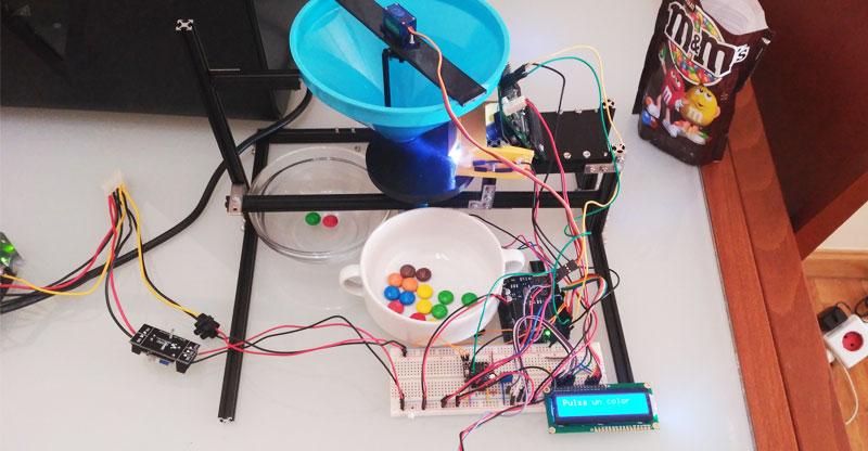 Dispensador automático de caramelos de colores con Arduino