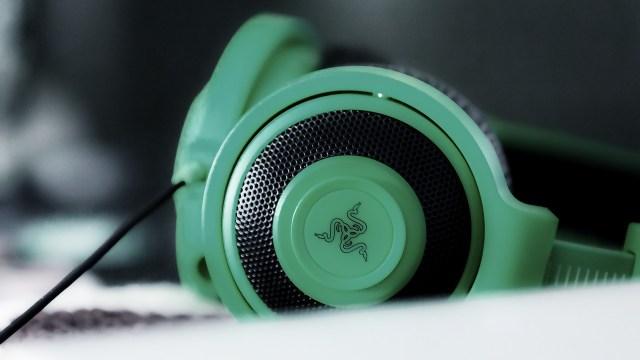 headphones-699054_1280