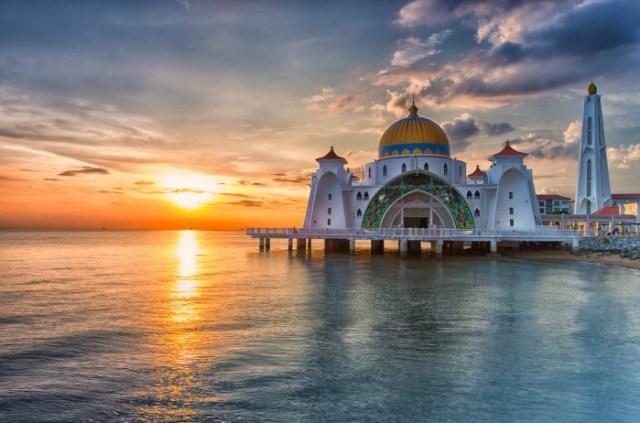 Melaka Straits Mosque sunset view