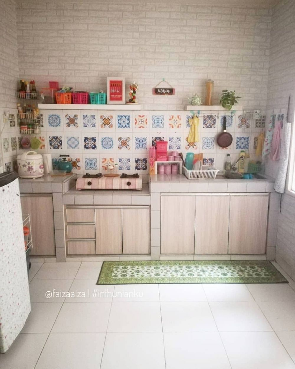 Dekorasi Dapur Hijau Merah Cek Bahan Bangunan