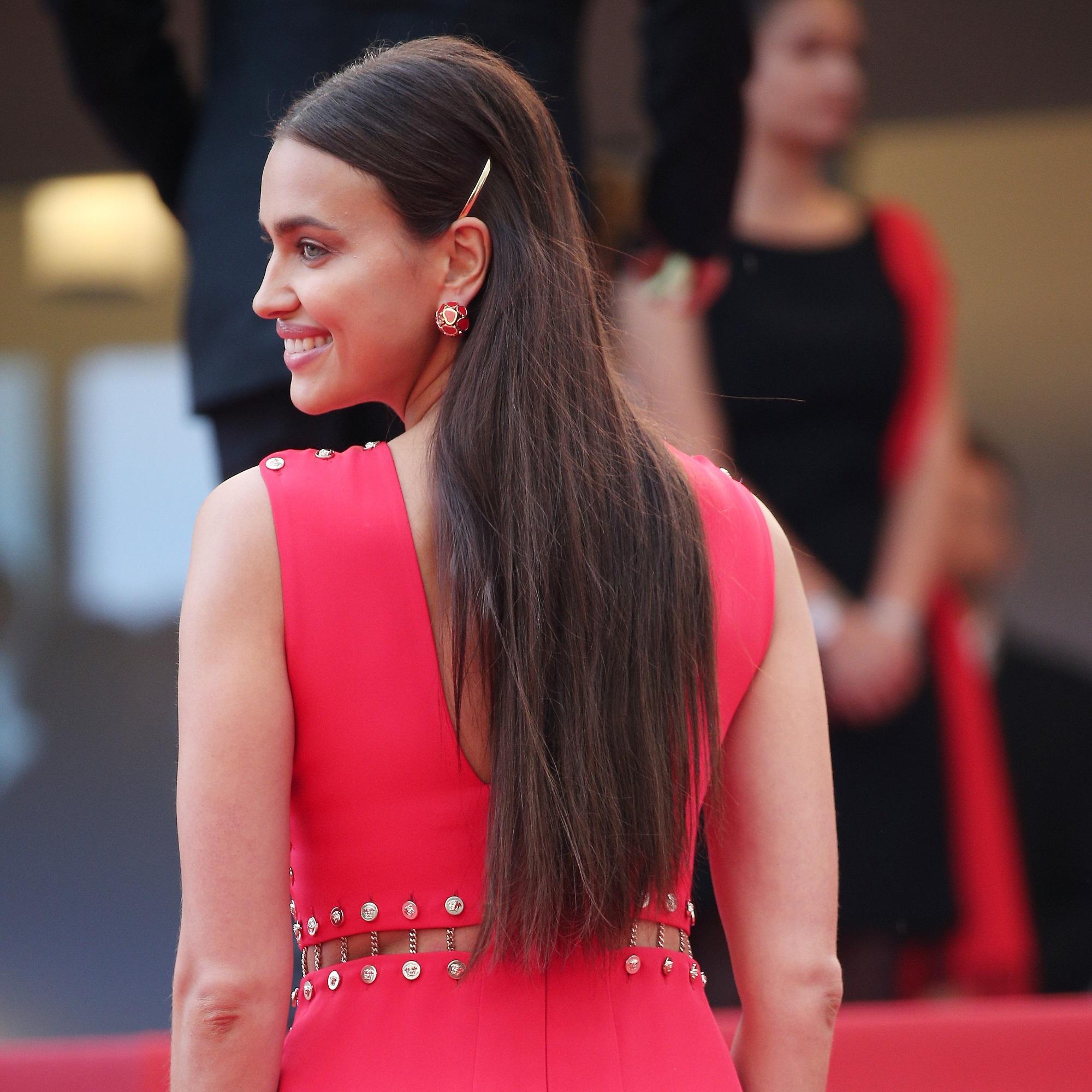 https www elle fr beaute cheveux stars cannes 2018 irina shayk chiara mastroianni elles font de la barrette l accessoire star du tapis rouge 3671987
