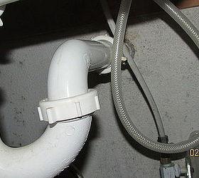 my kitchen sink sprayer hose wants to
