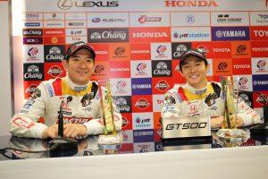 スーパーGT第4戦タイ GT500クラスのポールポジションを獲得したMOTUL MUGEN NSX-GTの武藤英紀と中嶋大祐