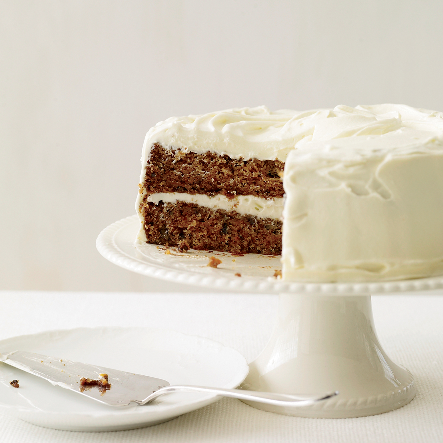 https://i1.wp.com/cdn-image.foodandwine.com/sites/default/files/200901-r-xl-classic-carrot-cake-with-fluffy-cream-cheese-frosting.jpg