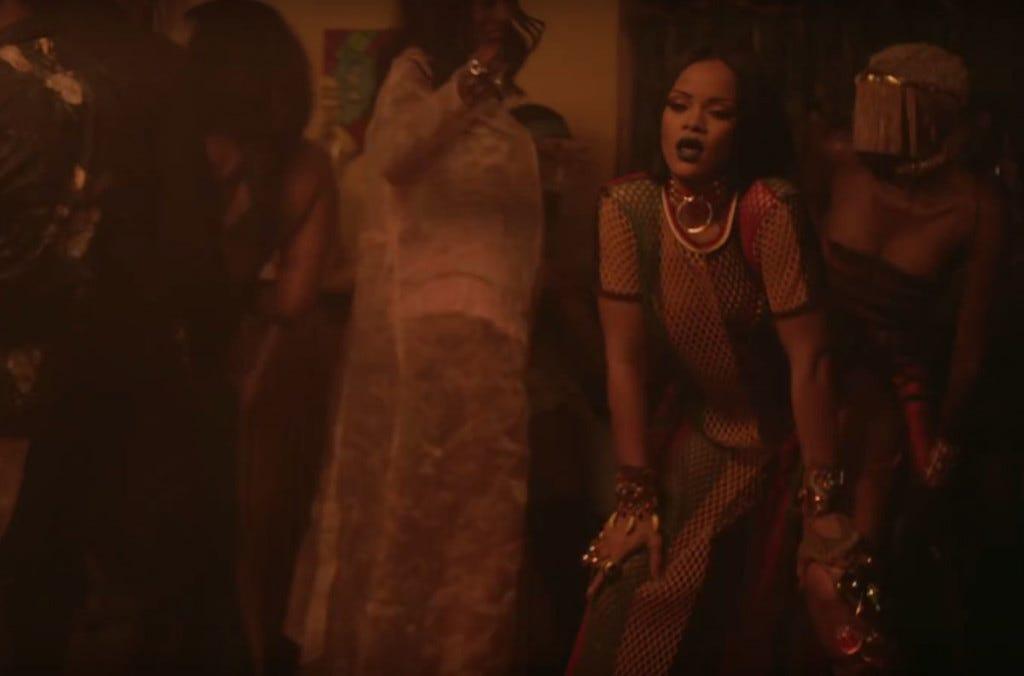 Rihanna botou a bunda pra trabalhar no clipe de Work