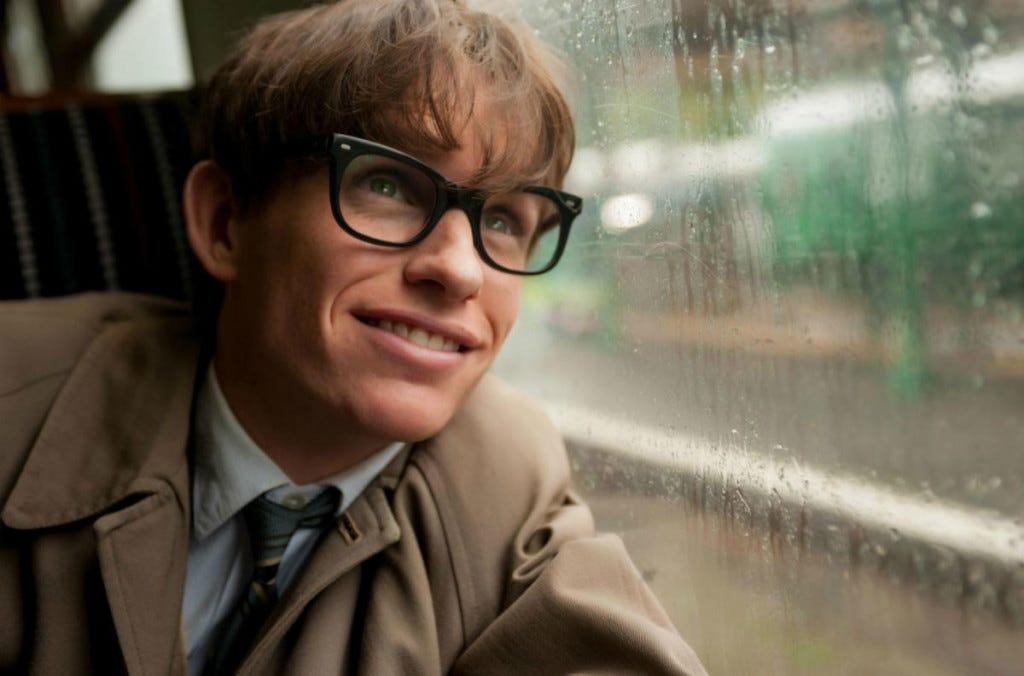 Eddie Redmayne como Stephen Hawking em A Teoria de Tudo.