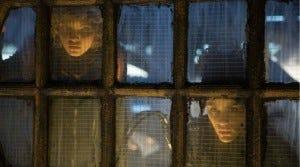 Uma heroína lutando pelos direitos das mulheres de Gotham surge no impactante By fire.