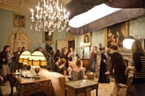 Filmagens da série na sala de chá