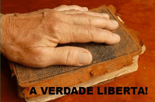 mao-sobre-a-biblia_2835820