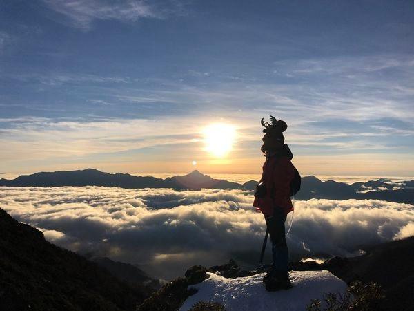 雪山主峰日出