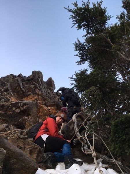 品田山V型斷崖