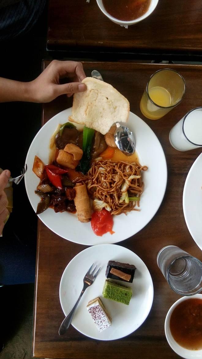 Menu utama di saat makan siang event GO-FOODies Meetup Bandung