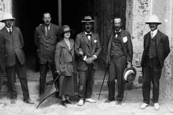 Carter, centre and Carnarvon, centre right, with party