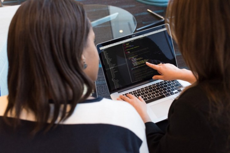 Chicas programando con python