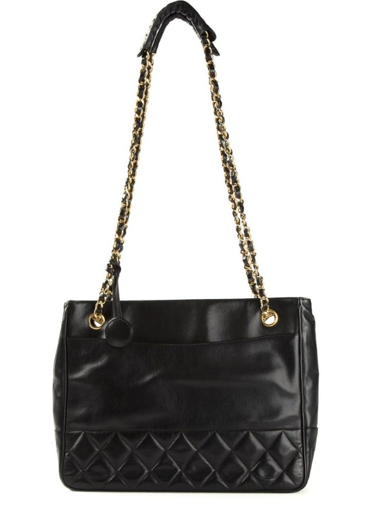 CHANEL VINTAGE black quilted shoulder bag