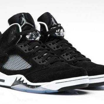 AIR JORDAN 5 RETRO 'BLACK/WHITE' from Nike