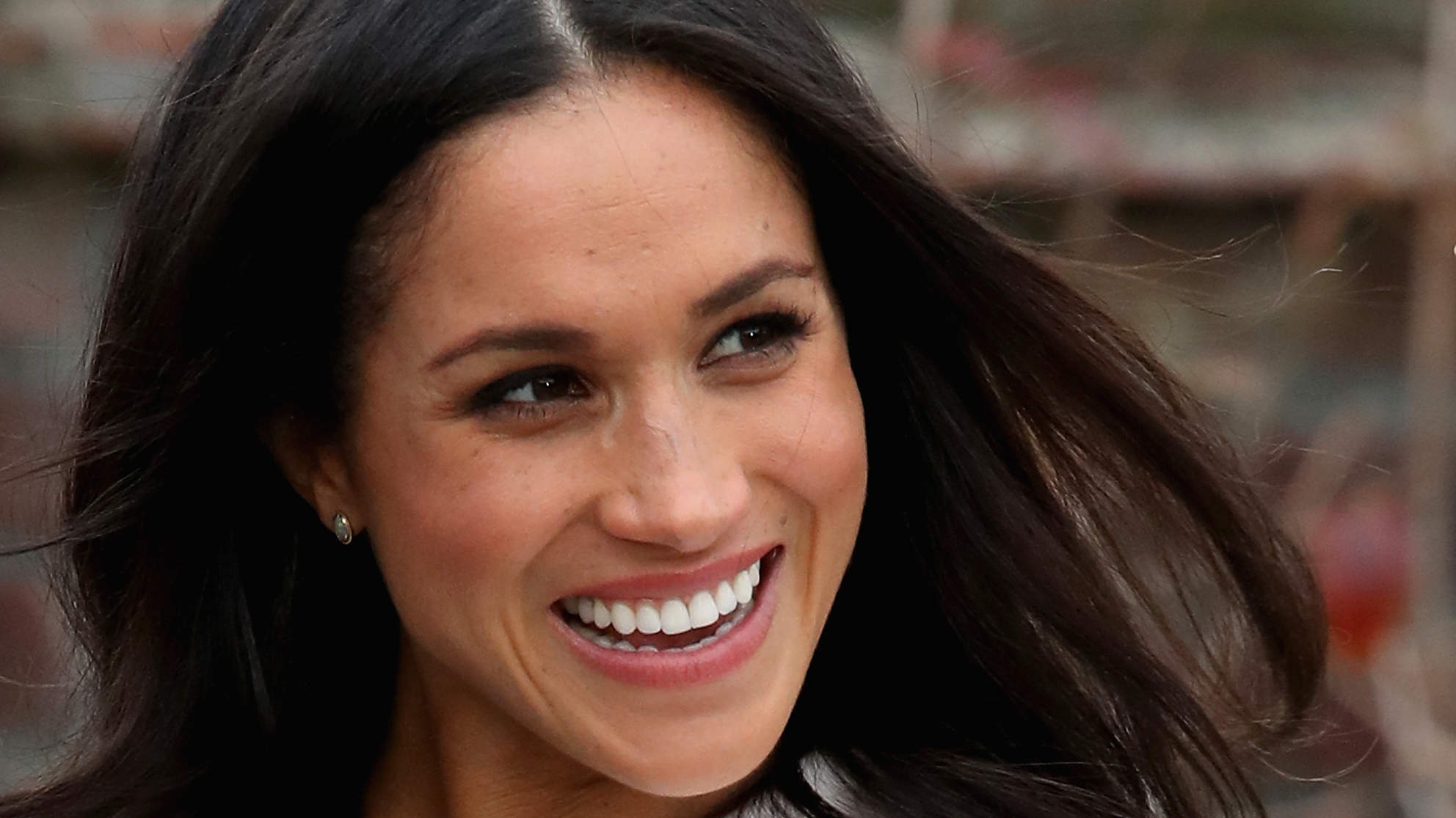The Secret to Meghan Markle's Gorgeous Loose Waves ...