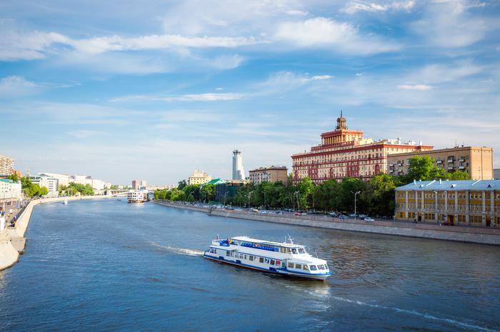 https://i1.wp.com/cdn-jpg2.theactivetimes.net/sites/default/files/styles/slide_breakpoints_theme_theactivetimes_lg_1x/public/5%20Going%20on%20a%20river%20cruise%20shutterstock257761294.jpg