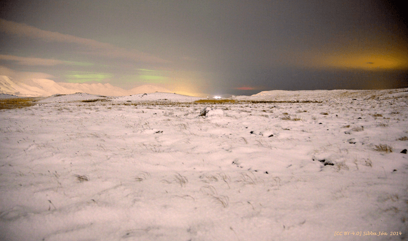 800px-The_northernlights_seen_from_Ulfarsfell_(small_mountain_in_Iceland)_26._November_2014.