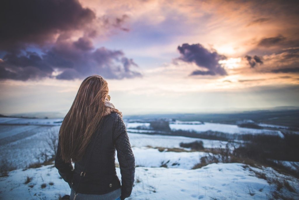 girl-looking-at-landscape