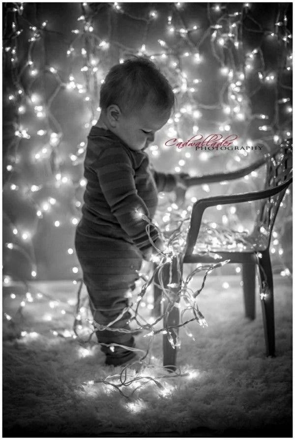baby-with-christmas-lights-e1418329311346