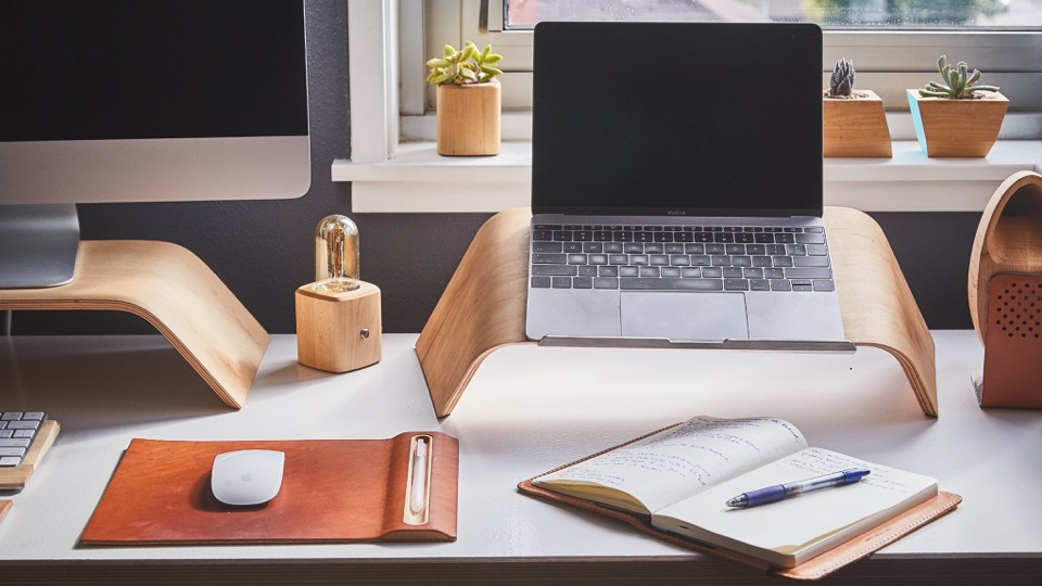 10 Workplace Gadgets That Will Make You Work Happily and Productively