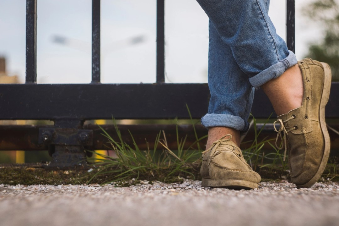 Stop Wearing Sneakers with out Your Socks Because You Are Harming Your Feet More Than You Think!