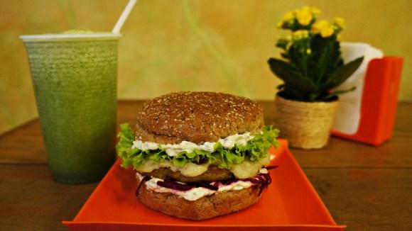 voce-sabe-como-e-feito-o-veganburger-do-atma-veg-vegan-max-camaleão-taubaté-vale-do-paraíba